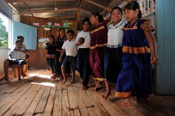 Según el MEP, hay unos 12.000 alumnos indígenas en el sistema educativo. Ya se inició el proceso de capacitación para implementar los nuevos libros de texto de inglés de sétimo a noveno a partir del 2014. | ARCHIVO / CARLOS GONZÁLEZ