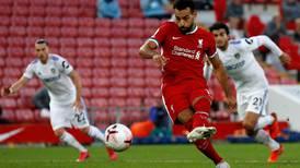 Liverpool se estrena con victoria agónica y triplete de Salah