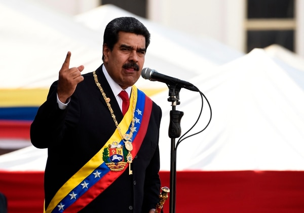 El presidente de Venezuela, Nicolás Maduro, pronuncia un discurso durante la ceremonia de reconocimiento por parte de las Fuerzas Armadas Nacionales Bolivarianas (FANB), en Caracas, el 10 de enero del 2019. Foto: AFP