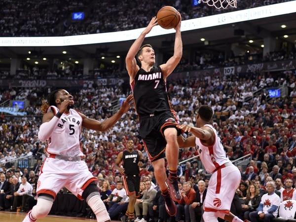Goran Dragic anotó 26 puntos para el Heat ante Raptors. | AFP