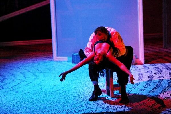 Adaptación. La versión teatral de la obra es de Caridad Svich. M. Bertozzi