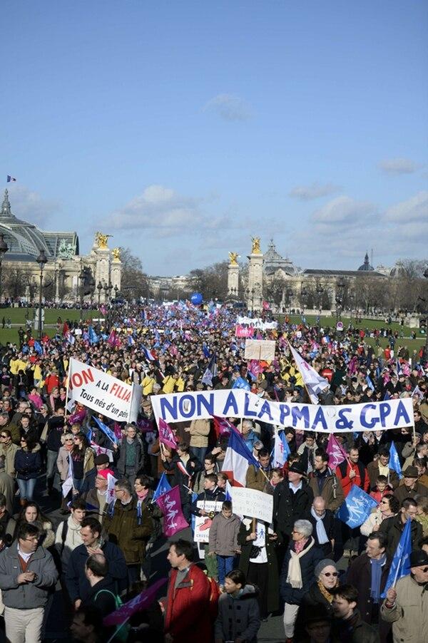 Decenas de miles de franceses se manifestaron ayer en París. | AFP