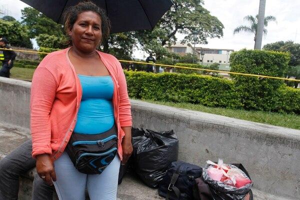 María Andrea García tiene 30 años de vivir en Costa Rica, 19 de los cuales los ha dedicado a vender comidas nicaragüenses en el parque La Merced. Foto: Gesline Anrango.