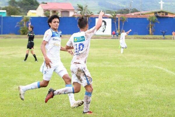 El brumoso Christopher Núñez (10) anotó el primer gol para que Cartaginés se coronara campeón de Alto Rendimiento.