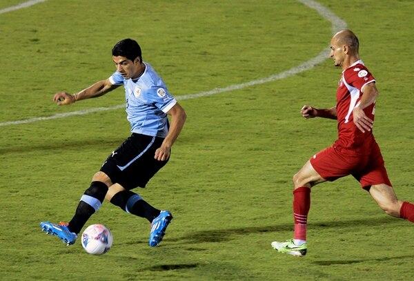 El delantero Luis Suárez es la figura más reconocida de Uruguay, pero también se caracteriza por no tener el mejor comportamiento en la cancha.   AFP