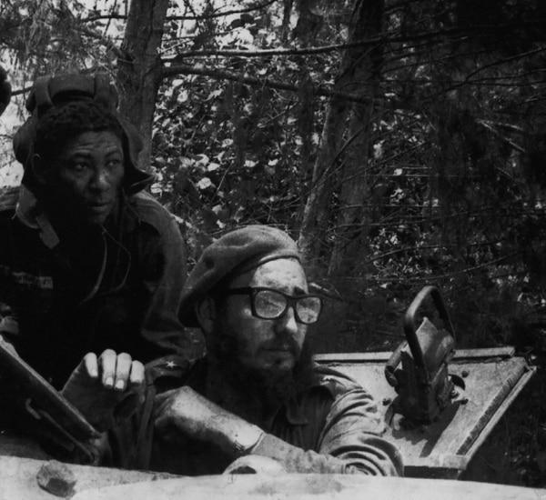 Fidel Castro durante los ataques en Bahía de Cochinos, en abril de 1961.