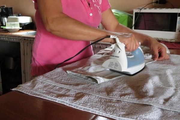 Suspender contratos laborales, disminuir las jornadas o acordar vacaciones son las opciones para evitar despidos de trabajadoras domésticas. Fotografía: Carlos Hernández.