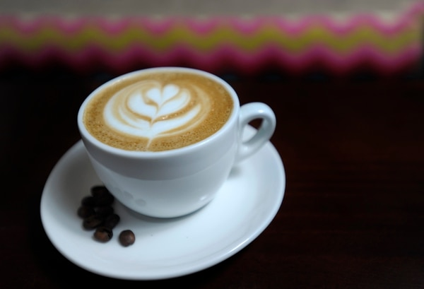La cafeína ayuda en momentos de fatiga mental.