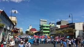 Cientos desfilan por San José en contra del aborto terapéutico