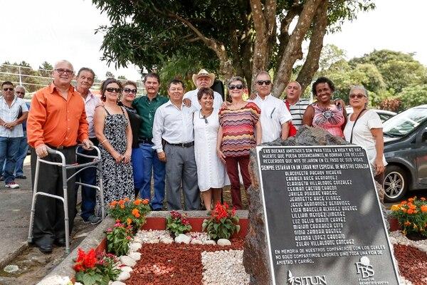 La placa se desveló en homenaje a los 15 fallecidos y también a los 15 sobrevivientes.
