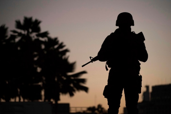 Soldados patrullan el área alrededor del aeropuerto Santos Dumont, en Rio de Janeiro, este viernes 28 de julio.