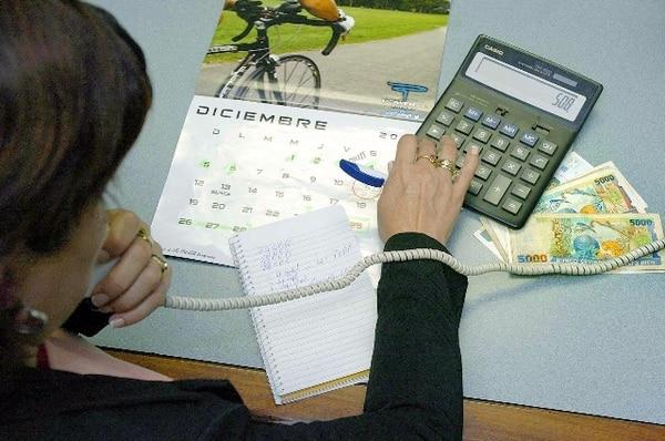 Los expertos en finanzas aconsejan planear el uso del aguinaldo para ahorros, al menos un 10%, y pago de deudas, como prioridades. | ARCHIVO.
