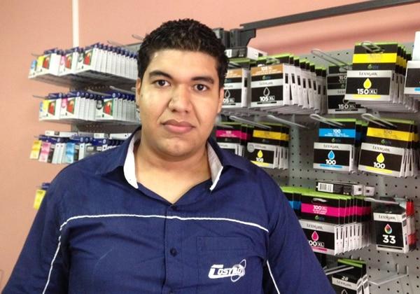 Freddy Duarte, de 23 años y vecino de Los Corales, es egresado de computación empresarial del Cunlimón. | DIEGO BOSQUE.