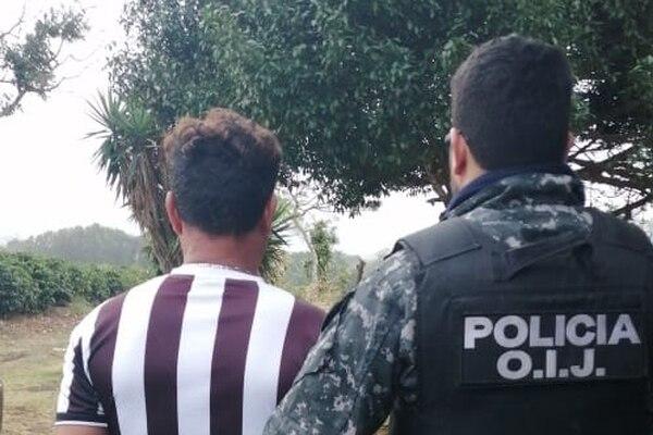 Un hombre fue detenido como sospechoso de venta de droga. Foto: OIJ para LN