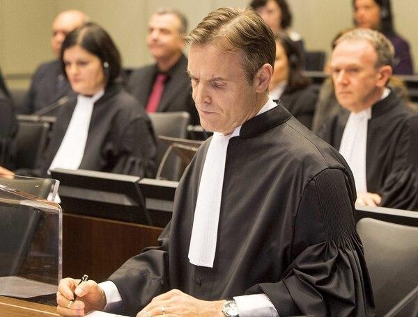 El fiscal Norman Farrel comienza su exposición ante el Tribunal Especial para el Líbano, que sesiona en Leidschendam, en la periferia de La Haya. | AFP