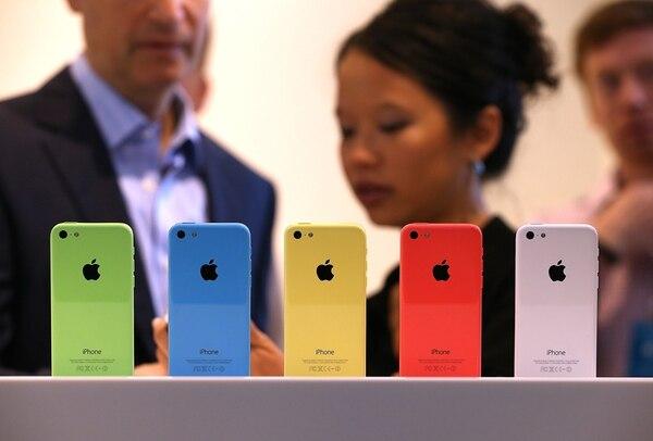 El 10 de setiembre del 2013, la compañía Apple anunció a nivel mundial la salida al mercado de sus modelos iPhone 5C a un precio menor.   AFP