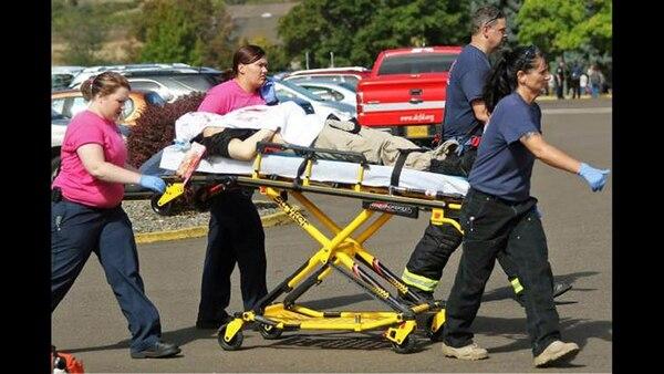 10 estudiantes fueron asesinados durante la mañana del jueves en la Universidad de Oregon y siete más resultaron heridos. | FOTO: AFP