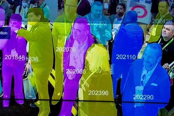 Aunque los usos del reconocimiento facial continúan multiplicándose, esta tecnología sigue siendo polémica, especialmente en relación con la creación de bases de datos por parte de fuerzas de seguridad. DAVID MCNEW / AFP.