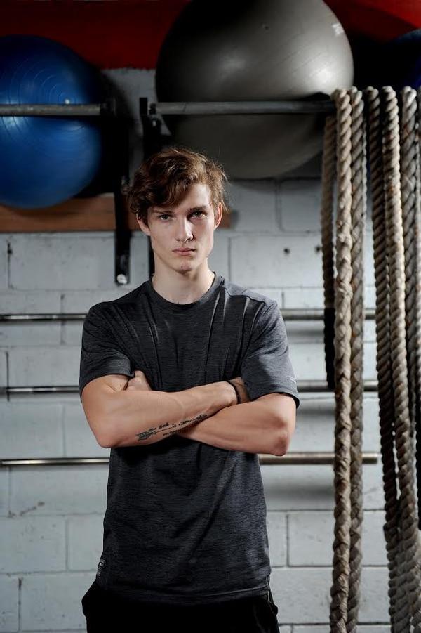 Mattía es aficionado a las artes marciales mixtas.