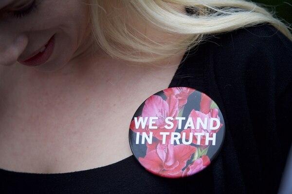Una activista, Caroline Heldman, se manifestó en las afueras de la corte del condado de Montgomery, Pensilvania, donde se realiza el juicio contra Bill Cosby. Mark Makela/Getty Images/AFP.