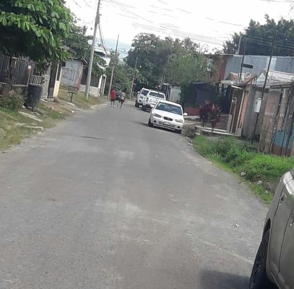 Una balacera que se produjo dentro del bar Malacrianza, en Palmas del Río en el Roble de Puntarenas, provocó la muerte de un cliente. Foto de Andrés Garita