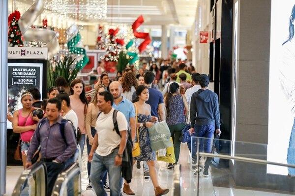 El comercio tuvo un crecimiento interanual del 1%, en noviembre pasado, luego de pasar la mayoría del 2019 con tasas negativas, según el BCCR. Foto: José Cordero.
