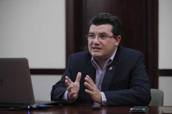 El ministro de la Presidencia, Sergio Alfaro, presentó al GAFI las acciones del Gobierno para cumplir con las normas internacionales contra el lavado de dinero y el financiamiento del terrorismo. Foto: Jeffrey Zamora.