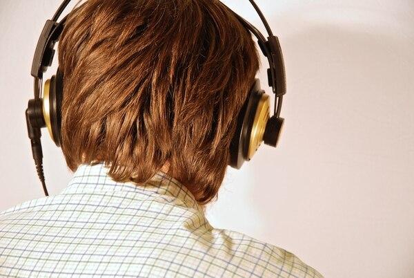 En los países de ingresos medios y altos, casi el 50% de los jóvenes de entre 12 y 35 años escuchan sus dispositivos electrónicos (MP3, teléfonos móviles y otros) a niveles inseguros de volumen. | ARCHIVO
