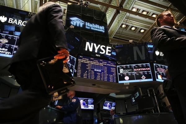 Traders trabajaban este lunes en la bolsa de Nueva York, NYSE.