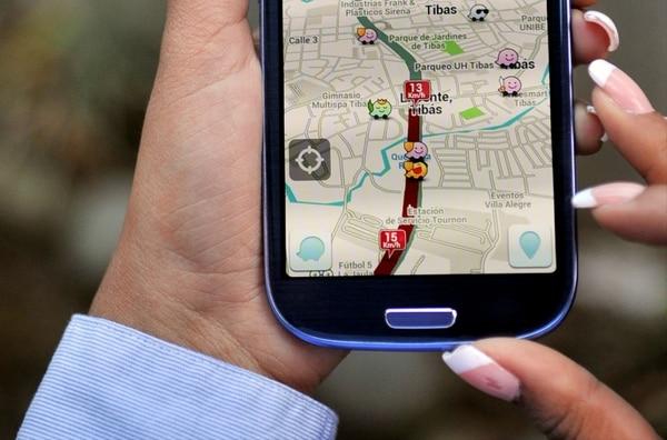 La aplicación de navegación por GPS Waze en un teléfono con Android OS.