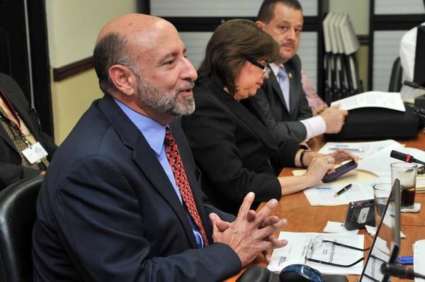 El ministro de Hacienda, Edgar Ayales, deberá presentar el presupuesto ordinario para el 2014 antes del 1° de setiembre, fecha en que el plan debe iniciar su trámite en la Comisión de Asuntos Hacendarios.