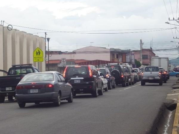 Desvío por vieja ruta causó ayer presas en Cartago. | JORGE CALDERÓN