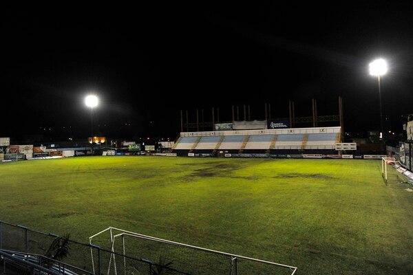 La época lluviosa afecta visiblemente la gramilla del Estadio Municipal de Pérez Zeledón, por eso la apuesta por césped sintético. | ARCHI./RAFAEL MURILLO