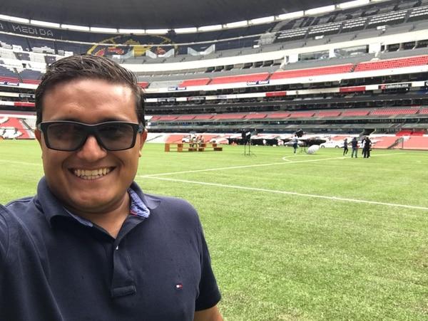 Enio Cubillo sonríe al cumplir uno de los mayores retos que ha tenido: construir la gramilla del Estadio Azteca. Fotografía: TMS