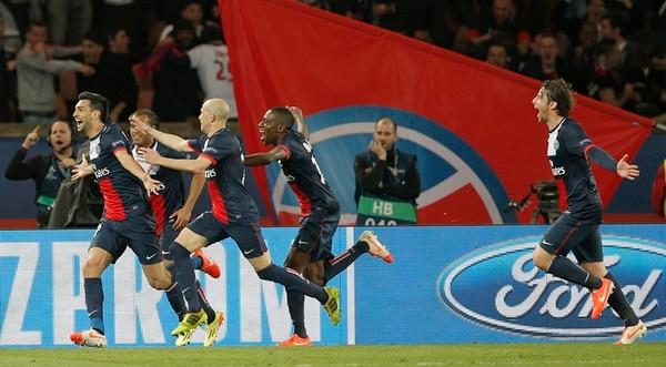 Los futbolistaS de PSG celebraron con suma efusividad el tercer gol, conseguido por Javier Pastore, al 93'. | AP
