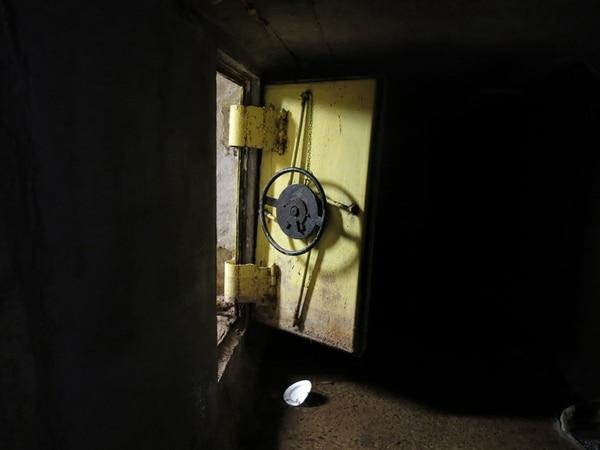 Una puerta de acero reforzado permitía el acceso del Chapo Guzmán a varios túneles interconectados con el sustema de drenaje de la ciudad de Culiacán, capital del estado de Sinaloa. | AP