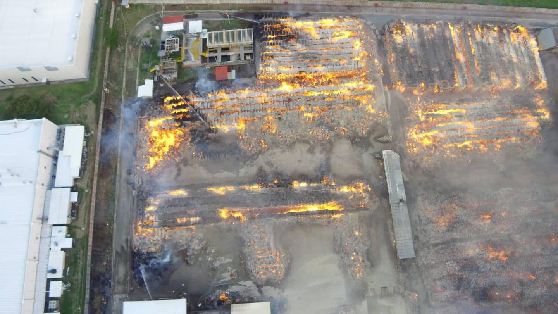 Poco a popo el fuego se fue extendiendo hasta alcanzar una hectárea por completo. Es el incendio estructural más grande de la década. Foto: Cortesía de Bomberos.