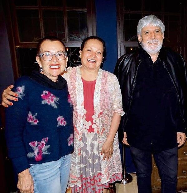 Giselle Zamora (izq.), esposa de Jorge Jiménez Deredia, junto a Lilliana Mora, cogerente de Estación Atocha. Foto Cortesía