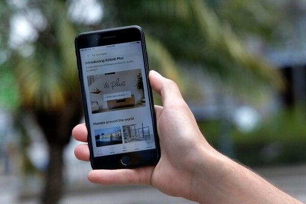Los servicios adquiridos con tarjeta a la plataforma Airbnb están incluidos en la lista de los gravados con IVA. Fotos: Mayela López