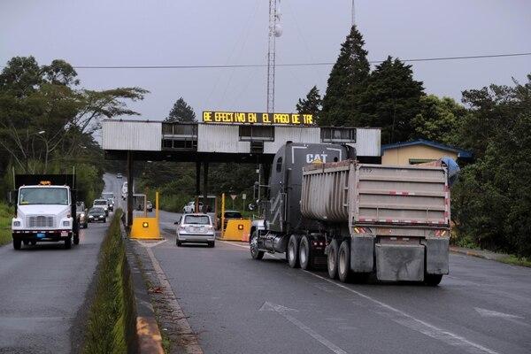 Los conductores que transiten por la ruta 32 deberán hacerlo entre 6 a. m. y 6 p. m., ya que a este última hora se cerrará el paso de manera preventiva. Foto: Alonso Tenorio