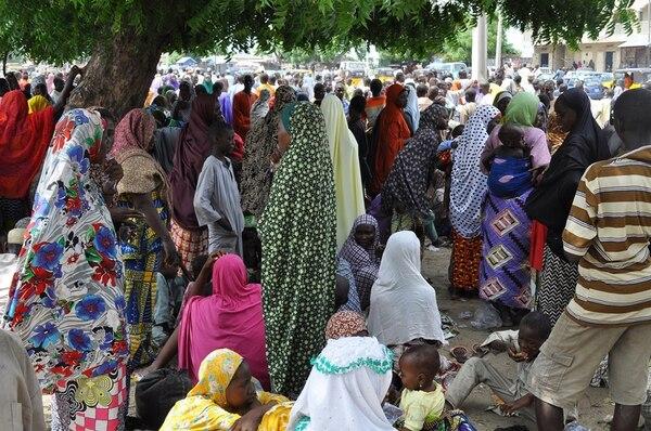 Civiles que huyeron de Bama se refugiaron en Maiduguri, Nigeria. | AP