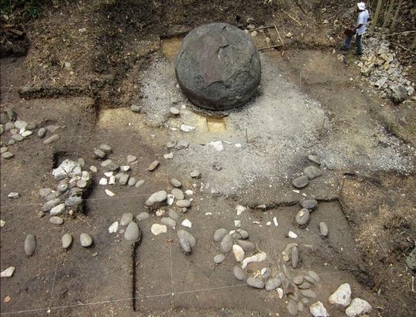 Así lucía la esfera El Silencio cuando fue excavada, en el 2012. Foto: Museo Nacional.