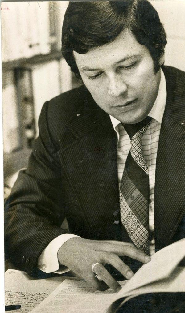 Mario Segura, unos 30 años atrás, cuando daba sus primeros pasos en el periodismo televisivo. /Foto Archivo Grupo Nación
