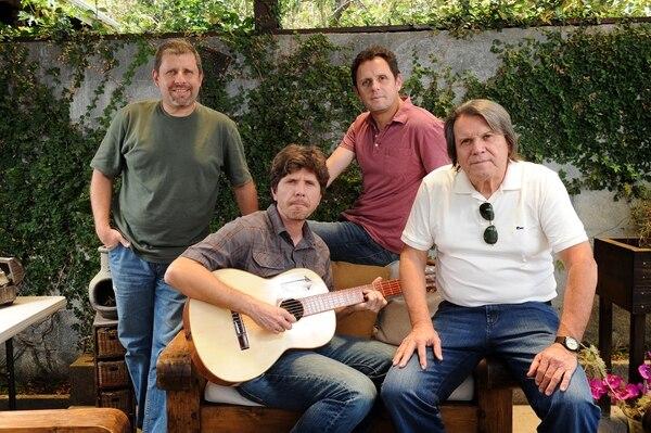 Macho, Daniel y Andrés ahora son los acompañantes del bajista y cantante Fernando Castro (todos en el orden usual) en la banda Vía Libre. Fotografía: Melissa Fernández.