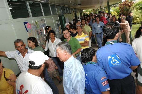 El primer referendo hecho en el país se refirió al Tratado de Libre Comercio con los Estados Unidos, en octubre de 2007.   ARCHIVO.