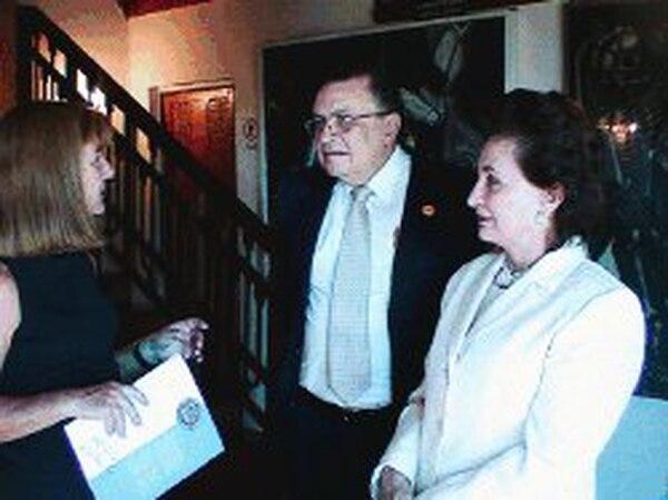El presidente Abel Pacheco y su esposa Leila Rodríguez visitaron la casa del poeta Pablo Neruda, en Valparaíso, llamada La Sebastiana. | JOSé ROJAS