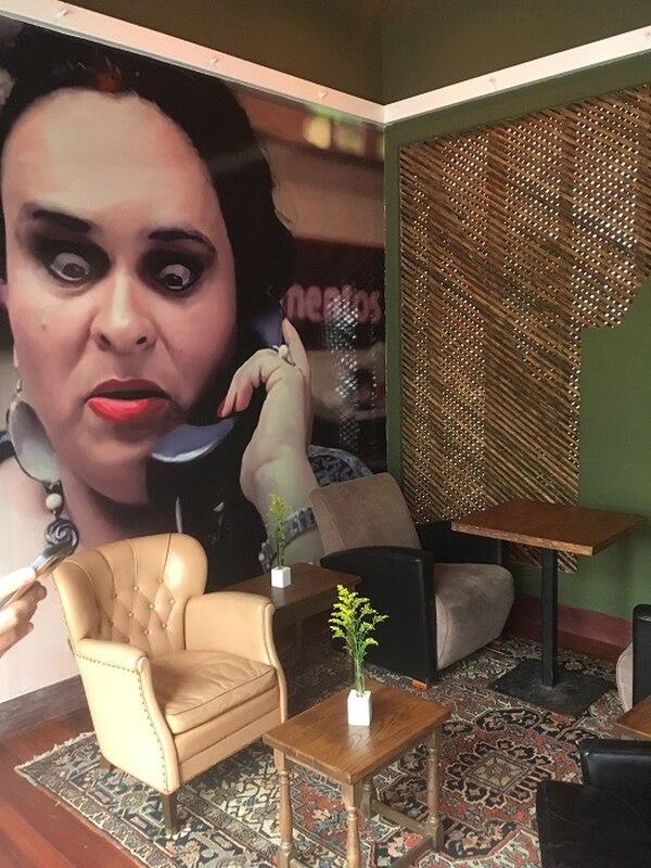 Uno de los personajes del filme El Regreso, de Hernán Jiménez, le imprime humor a uno de los espacios.