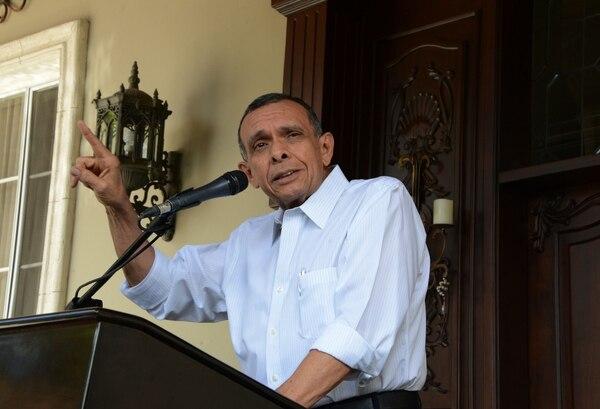El expresidente Porfirio Lobo habló el martes a la prensa y negó las