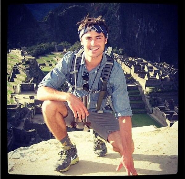 Zac Efron publicó una fotografía el viernes 27 en la cual se le mira frente a las ruinas de Machu Picchu, en Perú. | INSTAGRAM DE ZAC EFRON