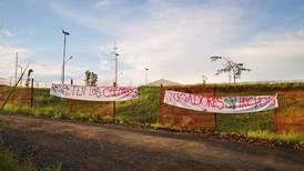 Aficionados de Alajuelense dejan ver su molestia con jugadores